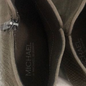 Michael Kors 7.5w ankle booties
